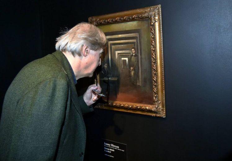 Sgarbi-e-quadro-Adolf-Hitler
