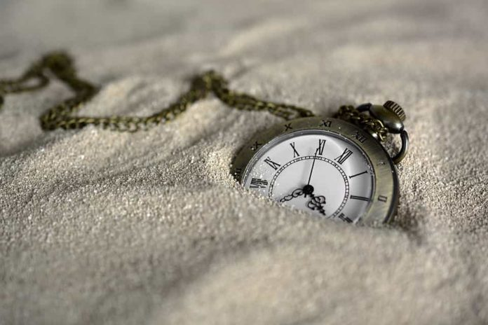 pocket-watch-3156771_960_720-min-696x464